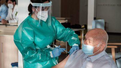 Más de la mitad de la población de Baleares ha recibido la pauta completa de la vacuna