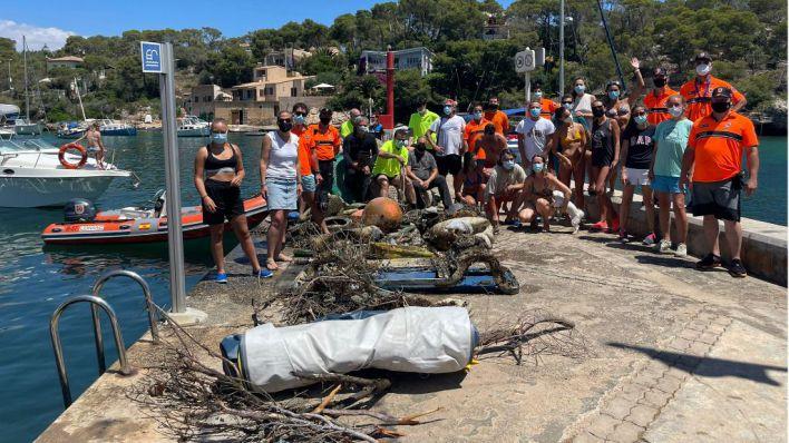 Retirados 1.500 kilos de residuos del fondo marino de Cala Figuera