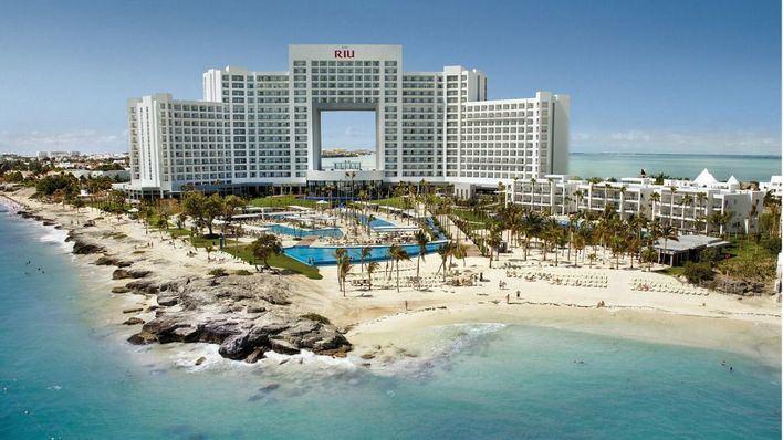 CaixaBank financia al Grupo Riu con 825 millones para la adquisición del 49 por ciento de 19 hoteles propiedad de TUI