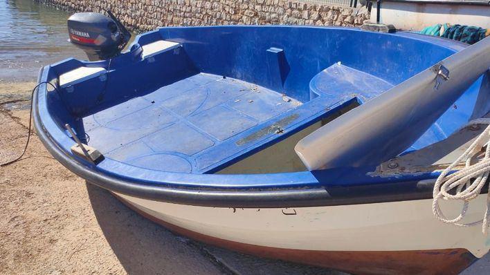 La Guardia Civil rescata a los 14 tripulantes de una patera en aguas de Formentera