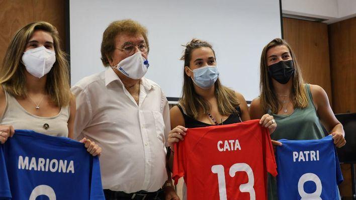 Homenaje de la Federación Balear a las futbolistas mallorquinas del FC Barcelona