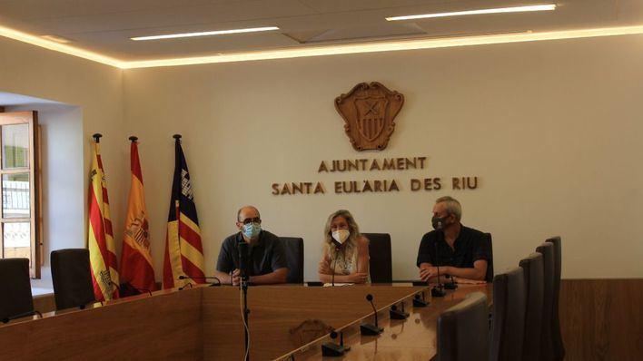 La alcaldesa de Santa Eulària reclama soluciones tras un nuevo incendio en el vertedero