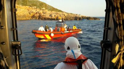 Interceptados 8 inmigrantes desembarcados de un velero en Formentera