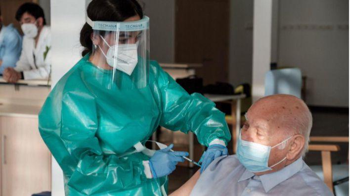 El 70 por ciento de la población balear ya ha recibido la primera dosis de la vacuna