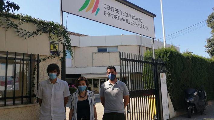 La consellera Fina Santiago, el director general de Deportes, Carles Gonyalons, y el gerente de Esport Balear, Toni Muñoz