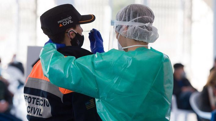 La incidencia baja con cuentagotas en España y se sitúa en algo más de 696 casos