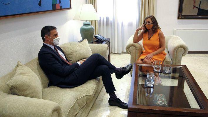 Armengol, tras reunirse con Sánchez: 'Trabajamos codo con codo para que la insularidad esté presente en los presupuestos'