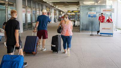 Los turistas británicos vacunados podrán seguir viajando a España sin cuarentena a su regreso