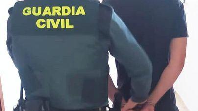 Un guardia civil fuera de servicio evita el hurto de un ordenador en un complejo turístico de Ibiza