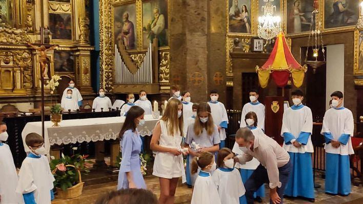 Las voces de los 'blauets' reciben a la Familia Real en el Santuari de Lluc