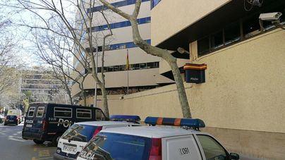 Dos arrestados, uno de ellos menor, por robos en viviendas y en un colegio de Palma