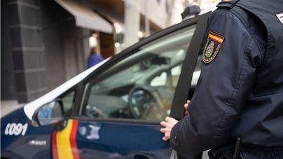 Arrestado junto a su pareja por adquirir dos móviles y una consola utilizando los datos de su exjefe