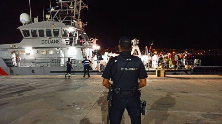 Llega una nueva patera a aguas de Baleares con 15 migrantes a bordo