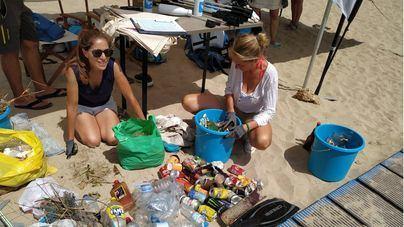 Voluntarios retiran 37 kilos de residuos en Cala Gran