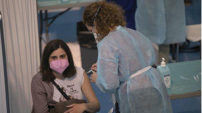 Covid en España: El 50 por ciento de población de 30 a 39 años tiene la pauta completa de vacunación