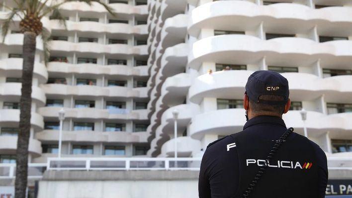 Fugados una decena de migrantes del hotel Covid donde guardaban cuarentena