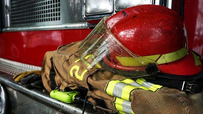 Los Bomberos de Palma trabajan en la extinción de un incendio en Can Valero