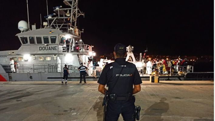 La Policía Nacional detiene a tres patrones de pateras