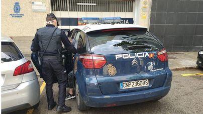Arrestados cinco argelinos: tres por robo con violencia y dos por hurto