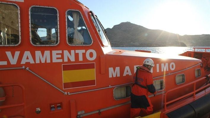 Salvamento Marítimo auxilia a un velero que se había quedado varado en aguas de Ibiza