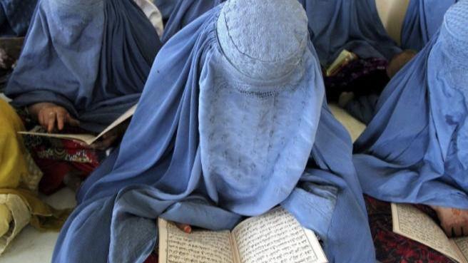 Baleares se ofrece para acoger a 40 afganas en dos albergues de Playa de Palma y Son Rapinya