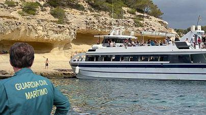 Desembarcan sin autorización 162 turistas en Portals Vells