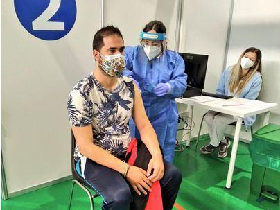 Darias asegura que España está preparada para una tercera dosis