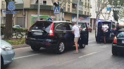 Pillan 'in fraganti' a un repartidor de 'Tele Coca' en la calle Manacor