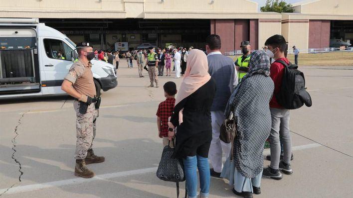El Consell acoge una familia española evacuada de Afganistán