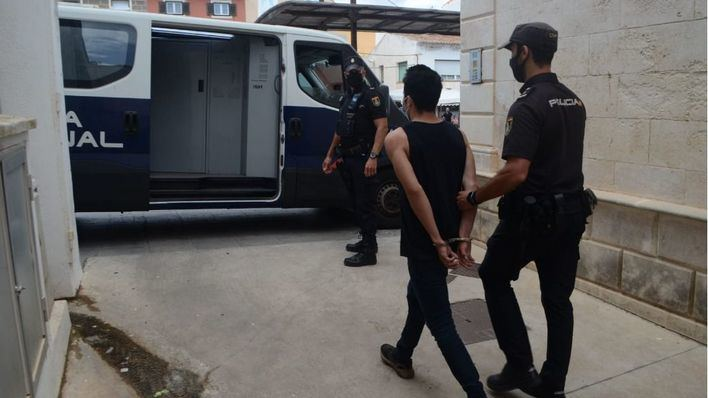 Arrestados dos jóvenes tras asaltar una vivienda y golpear al propietario en Mahón