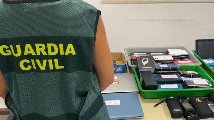 Detenida en el aeropuerto portando 146 móviles, tabletas y ordenadores portátiles robados