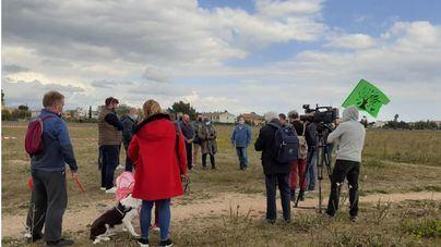 Un centenar de personas concurren a un acto informativo contra el parque fotovoltaico