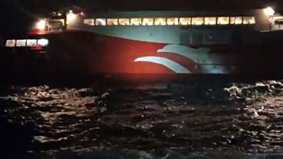 Un menor grave y varios heridos al embarrancar un ferri que hacía el trayecto entre Ibiza y Formentera