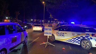Arrojan botellas contra la policía local cuando intentaba cortar un botellón en s'Arenal