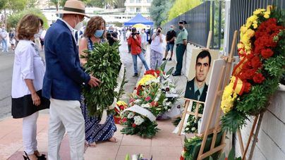Homenaje a los dos guardias civiles asesinados por ETA: