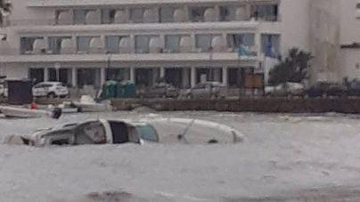 El temporal hunde una embarcación