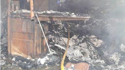 Un incendio calcina una lavandería en Capdepera