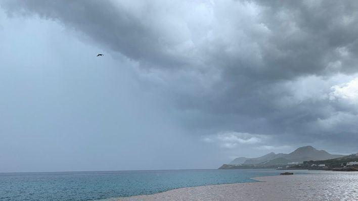 Alerta por lluvia y tormentas en Baleares