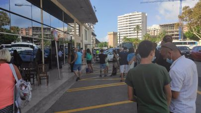 Protestas y colas en la Estación Marítima de Palma por la cancelación de un trayecto de la naviera GNV