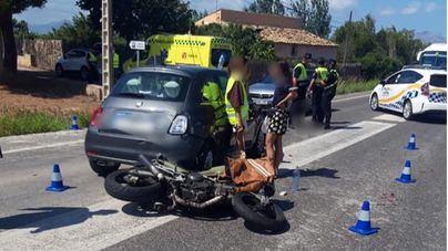 Dos heridos al colisionar una moto con un coche en Alcúdia