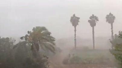 Las fuertes lluvias anegan calles y desbordan torrentes en Mallorca