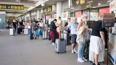 Los aeropuertos operan casi un cien por cien más de vuelos que el mismo domingo en 2020