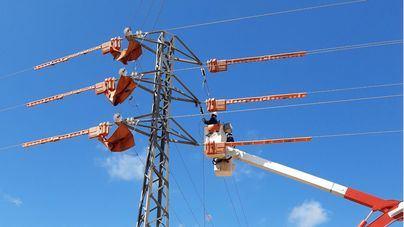 Endesa pone en marcha el servicio de doble circuito entre s'Estanyol y Cala Pi para mejorar la red eléctrica de la zona