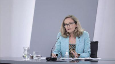 Calviño rechaza el salario mínimo por territorios, como propone Garamendi
