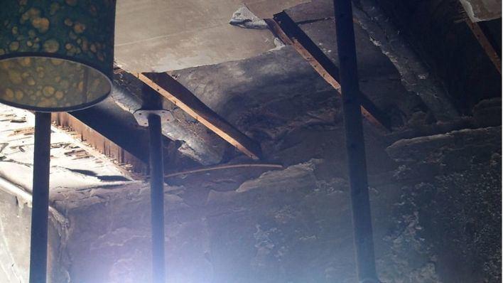 Cort precinta el edificio okupa de calle Manacor y estudiará su demolición