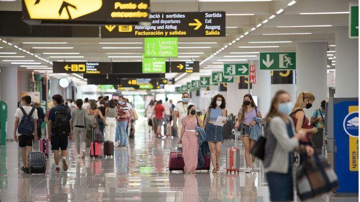 793 de los 1200 vuelos que operan hoy los aeropuertos de Baleares son internacionales