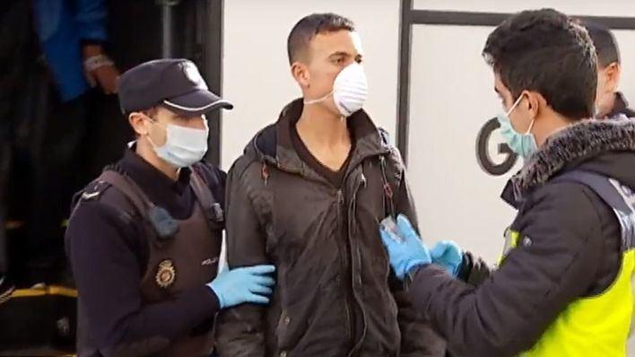 Denuncian la falta de instalaciones para acoger migrantes en Ibiza