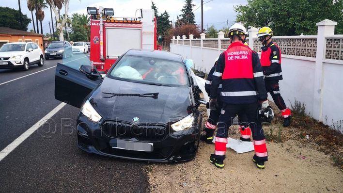 Herido tras quedar atrapado dentro de su coche en la carretera de Sóller