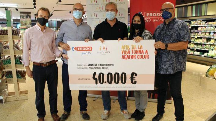Eroski entrega 40.000 euros a Proyecto Hombre recaudados en la campaña solidaria de verano