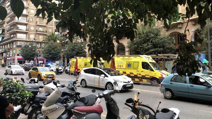 Ingresa en la UCI una de las niñas atropelladas por una furgoneta en Jaume III